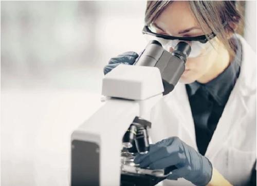 Что происходит с клетками кожи при псориазе?