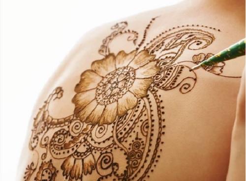 Если у вас псориаз и вы собираетесь сделать татуировку, следует учитывать возможный риск.   Татуировку сделать можно, однако для некоторых людей это неоправданный выбор.