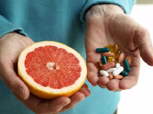 Как применять витамины и травы для лечения псориаза?